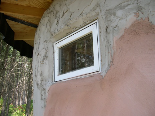 Window in the Strawbale demostration hut